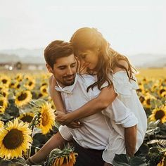 How beautiful is this? Sunflowers summer air and a gorgeous happy couple! Bottle… How beautiful is this? Sunflowers summer air and a gorgeous happy couple! Couple Picture Poses, Photo Couple, Couple Shoot, Couple Pictures, Romantic Couples, Cute Couples, Happy Couples, Couple Photography, Photography Poses