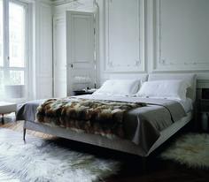 Maxalto 'Selene' Apta Collection Bed  http://graceormonde.com/daily-photos/editors-daily-pick-maxalto-selene-apta-collection-bed/