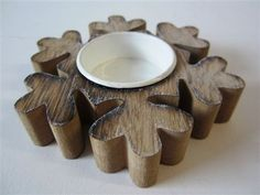 This small wooden snowflake shaped tea light holder is a perfect finishing touch to a festive table display.