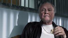 Рэй Донован: 4 сезон 2 серия 2016 http://www.yourussian.ru/158967/рэй-донован-4-сезон-2-серия-2016/   Релиз Sunshine Studio: Рей Донован, скрытный и талантливый человек, он зарабатывает на жизнь тем, что оказывает богатым и влиятельным людям свои услуги. В Лос-Анджелесе у таких людей возникает много неприятностей в сфере своих занятий, именно устранениями таких неприятностей и занимается Рей, за что, не торгуясь, ему предлагают очень хорошие деньги. Но, как и многие люди, он несчастен в…