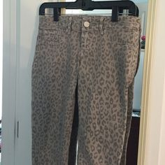 LOWEST ✨ Gray Leopard Print Jeans | Like New ✨ 🔒 PRICE FIRM // Express skinny jeans with gray leopard print & metallic hints 💝 Bundle & Save! Express Pants Skinny