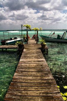 """Bacalar Q. Roo Mexico. """"La Laguna de Los 7 colores"""""""