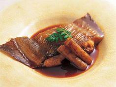村田 吉弘さんのかれいを使った「かれいの煮つけ」のレシピページです。強火で短時間に一気に仕上げると、身がしっとりとした仕上がりに。ほんのり甘辛味の合わせ地がよく合います。 材料: かれい、新ごぼう、合わせ地、木の芽、サラダ油