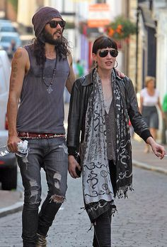 And why Russell Brand net worth is so massive? Russell Brand net worth is definitely at the very top level among other celebrities, yet why? Indie Fashion, Fashion Beauty, Fashion Blogs, Fashion Hats, Boho Look, Bohemian Style, Rock Style Men, Men's Style, Dandy Style