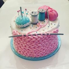 I don't even knit but this is too fun 😍 - Torten - Cake-Kuchen-Gateau Pretty Cakes, Beautiful Cakes, Amazing Cakes, Crazy Cakes, Fancy Cakes, Pink Cakes, Food Cakes, Fondant Cakes, Cupcake Cakes