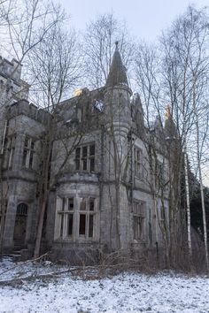 Miranda Castle, aka Château de Noisy, lies in Celles, in Belgium's province of Namur.If I ever win the lottery, this must be saved! Abandoned Buildings, Abandoned Property, Old Abandoned Houses, Abandoned Castles, Abandoned Mansions, Old Buildings, Abandoned Places, Old Houses, Haunted Houses