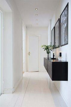 Classic colour combination done beautifully in a hallway