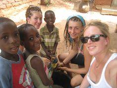 Avec les enfants du village