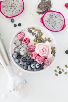 I NEED this raspberry chia seed smoothie bowl.  Such a healthy breakfast idea.  More fruit please?