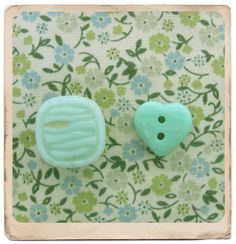 green by button candy, via Flickr
