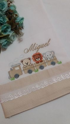 Baby Embroidery, Embroidery Designs, Colchas Quilting, Fabric Painting, Burp Cloths, Baby Boy Shower, Quilts, Cloth Diapers, Baby Quilts