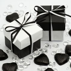 Favour Boxes #black & white wedding ... Wedding ideas for brides, grooms, parents & planners ... https://itunes.apple.com/us/app/the-gold-wedding-planner/id498112599?ls=1=8 … plus how to organise an entire wedding, without overspending ♥ The Gold Wedding Planner iPhone App ♥