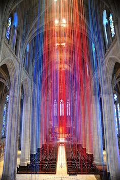 20 Miles of Stained Glass Colored Ribbon Hang Inside a Grace Cathedral in San Francisco from now till the end of February and you'll find a gorgeous art installation by artist Anne Patterson Light Art Installation, Art Installations, Arte Linear, Art Et Architecture, Instalation Art, Urbane Kunst, Henry Moore, Disco Party, Land Art