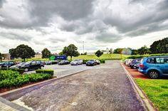 Nivelles zoning Sud, espace bureau de 35m², 2 parkings compris - 300€ - Rue de l'Industrie 17D, 1400 NIVELLES - Nivelles zoning Sud, espace bureau de 21m², 2 emplacements de parking privatifs inclus. PREST immo vous propose un bureau rénové en 2012 dans un espace multi-entreprises, situé dans le Zoning Sud, à 500m des grands axes (Ring R4 vers la RN25 (Wavre), A54 (Charleroi) et la E19 (Bruxelles/Paris), à 3 min du centre-ville et du Shopping de Nivelles, à proximité de snacks, restaurants…