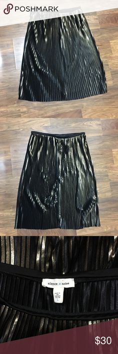 Silence + Noise unique skirt Silence + Noise unique skirt! Beautiful black and gold pattern. The top is stretchy so it can be worn at different heights. Size Large. Made in USA. 100% polyester. FAST 💨 SHIPPING! Sorry, no trades! MAKE ME AN OFFER! Happy poshinggggh🌸🌸🌸 silence + noise Skirts