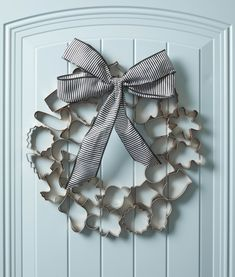 Cookie cutters go way beyond the kitchen in this holiday wreath. An inexpensive set is transformed into a chic Christmas wreath with a quick coat of copper paint and an oversize bow. This easy holiday Noel Christmas, Christmas Projects, All Things Christmas, Christmas Ornaments, Christmas Ideas, Christmas 2019, English Christmas, Christmas Kitchen, Christmas Pictures