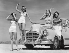 The Ultimate Retro Summer Playlist - A Little Vintage Lady Vintage Beach Photos, Pin Up Vintage, Photo Vintage, Mode Vintage, Vintage Photographs, Vintage Beauty, Vintage Cars, Retro Vintage, Vintage School