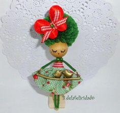 Doll brooch- broche de muñeca
