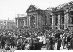 Protestkundgebung der Gewerkschaften vor dem zerstörten Landesmuseum am 12. August 1948