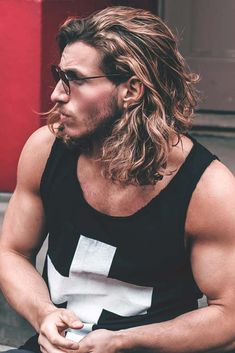 Shoulder Length Surfer Hair ❤️ Long hairstyles for men can look outstanding if the hair is styled in the proper way. Man bun, braids, half up and wedding ideas you can actually do better! That is exactly what we are going to discuss today! Mens Braids Hairstyles, Trendy Hairstyles, Straight Hairstyles, Hairstyles Haircuts, Redhead Hairstyles, Easy Hairstyle, Hairstyle Ideas, Hair And Beard Styles, Curly Hair Styles