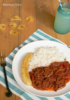 Ropa Vieja Cuban-1 pound (1/2 kg) beef stew 1 onion 1 Bell Pepper (red or green, to taste) 2 cloves of garlic 1 tin of olive oil Salt and pepper Oregano cumin tomato sauce