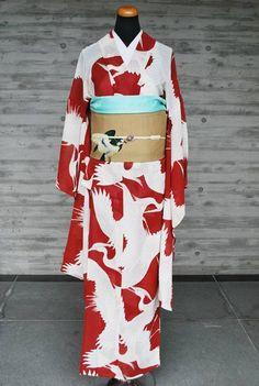 お着物 裄66.5cm 袖丈85.5cm 身丈148cm 前巾20cm 後巾27cmSOLD OUT夏帯 21,000円 見えないところに擦れがいくつかあります。臙脂のような落ち着いた赤地に白い鷺がたくさん飛び交っているアンティークの夏着物