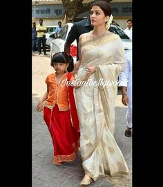 Aishwarya and her daughter Aaradhya Bachchan India Fashion, Ethnic Fashion, Indian Designer Outfits, Designer Dresses, Designer Sarees, Indian Dresses, Indian Outfits, Khadi Saree, Brocade Lehenga