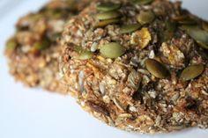 Fiber rugbrødsboller m. Herbs, Baking, Vegetables, Breakfast, Desserts, Food, Morning Coffee, Tailgate Desserts, Patisserie