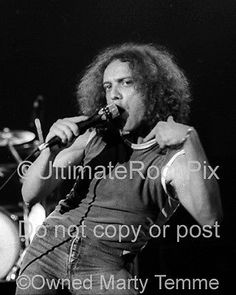 LOU-GRAMM-PHOTO-FOREIGNER-1979-Concert-Photo-by-Marty-Temme-1