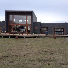 """CONSTRUCCIONES VASQUEZ en Instagram: """"Casa Loncotraro, ya terminaciones de terraza y listo. Instalación de tinajas."""" Cabin, House Styles, Outdoor Decor, Instagram, Home Decor, Terrace, Wood, Decoration Home, Room Decor"""