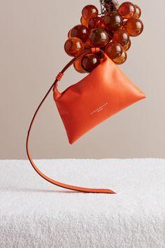 西蒙·米勒-杰西·库迪夫 Ad Fashion, Fashion Bags, Photography Bags, Photo Bag, Still Life Photos, Beautiful Handbags, Be Still, Jewelry Stores, Women's Accessories