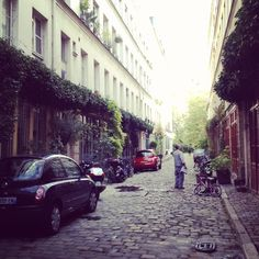 Hidden street in Paris