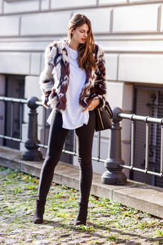 Furry Situation // Autumn Outfits #modeblog #fashionblog #whaelse #streetstyle #insp #fashion #style #outfit #howtowear #whattowear #furry #fakefur #mixed #fauxfur #missguided #GinaTricot #SkinnyJEans #Joop #LongShirt #Casual