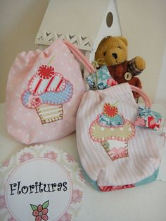 2 Bolsitas pequeñas de tela con aplicaciones cosidas por Florituras, €11.00