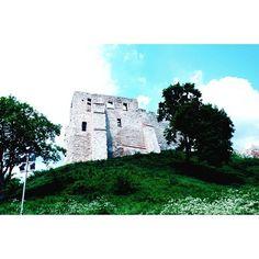 #zamek #kazimierzdolny #ruiny #castle#Poland #gree #blue#sky #nature#architecture #oldarchitecture #instagood #photoshoot#lubiepolske