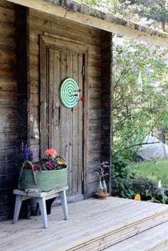 10 Garden Ideas to Steal from Scandinavia by Michelle Slatalla Issue 24 · Scandi Midsummer · June 2014 - Dartboard barn door Kotipalapeli; Outdoor Sheds, Outdoor Landscaping, Outdoor Spaces, Outdoor Gardens, Outdoor Living, Outdoor Play, Rustic Chic, Rustic Decor, Ikea Pinterest
