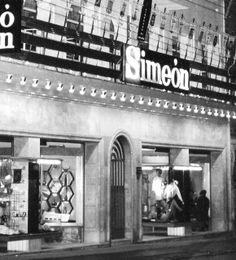 Almacenes Simeón. 1923. Plaza del Angel, (Parte de los bajos del Hotel Reina Vistoria ) de carácter más próximo al almacén popular. No obstante durante las primeras décadas fue uno de los comercios madrileños que atraía más público debido en gran parte a la vistosidad de sus escaparates. Su principal sección fue la textil, pero a partir de la década de los cincuenta incorporó también confección de señora, caballero y niños, hogar, bazar y en la central de Madrid muebles.Madrid
