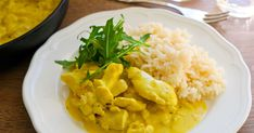 Helppo ja nopea mangobroileri valmistuu vartissa. Kastike maustetaan currylla ja rakuunalla, mangoinen maku saadaan näppärästi piltti-purkista. Tarjoa tämän kermaisen kanakastikkeen lisänä esimerkiksi riisiä. Thai Red Curry, Risotto, Good Food, Koti, Ethnic Recipes, Healthy Food, Eat Right, Yummy Food