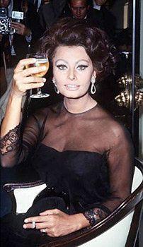 Sophia Loren; let's drink to your dress!
