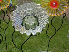 Recycled Glass Flower Yard Art - I LOVE the stems! That looks way better than my green conduit pipe :p