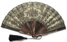 French Chantilly Lace and Tahitian Mother of Pearl Fan - Date: ca. 1880 - MadAboutFans.com