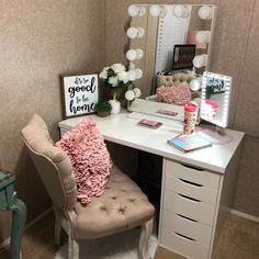 20 Best Makeup Vanities & Cases for Stylish Bedroom - Liz ⚡️ - Makeup Makeup Vanities, Makeup Vanity Case, Corner Makeup Vanity, Makeup Vanity Decor, Makeup Chair, Diy Vanity, Bedroom Storage, Room Decor Bedroom, Bedroom Ideas