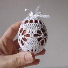 Velikonoce | Návody na háčkované hračky Easter Crochet Patterns, Doily Patterns, Crochet Doilies, Hand Crochet, Crochet Flowers, Crochet Stone, Indoor Christmas Decorations, Crochet Christmas Ornaments, Easter Crafts