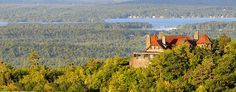 Industrial giant Thomas Gustave Plant built his Castle in the Clouds in Moultonborough. This early 1900s Arts and Crafts-style building offers breathtaking views of Lake Winnipesaukee.
