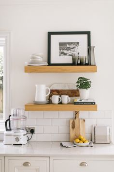 9 Creative And Inexpensive Tricks: Cozy Minimalist Home Shelves minimalist bedroom interior inspiration.Modern Minimalist Living Room Kitchen colorful minimalist home apartment therapy. Home Decor Kitchen, Interior Design Kitchen, Home Kitchens, Diy Home Decor, Decorating Kitchen, Living Room Decor, Bedroom Decor, Bedroom Apartment, Bedroom Furniture