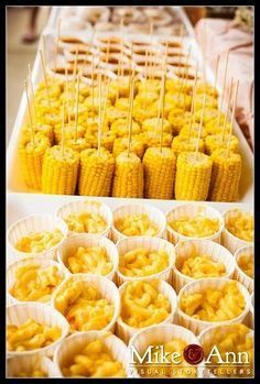 Easy display for corn on the cob. At your next summer BBQ, all your guests can take a half cob and eat easily with the screwer.