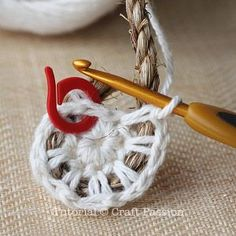 crochet on rope 4- good tips on how to crochet around a rope. this pattern is for a basket, but it would be handy ideas for the night light rug.༺✿Teresa Restegui http://www.pinterest.com/teretegui/✿༻