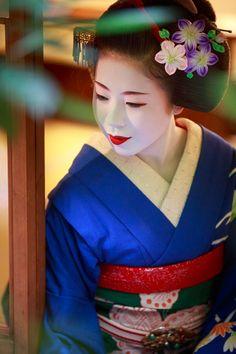 geisha-kai:  Maiko Ryouka for September (SOURCE)She's now a geiko!