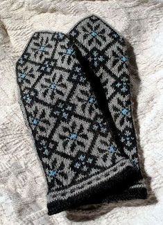Latvian mittens - something hypnotic and peaceful about the clean geometric pattern repetition. Knitted Mittens Pattern, Knit Mittens, Knitted Gloves, Knitting Socks, Wrist Warmers, Hand Warmers, Knitting Charts, Knitting Patterns, Fair Isle Knitting