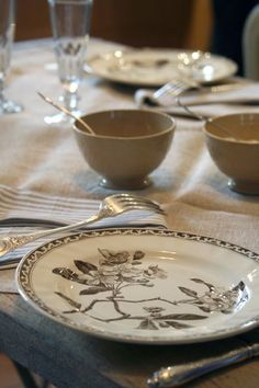 my ideal table setting: mix match, simple, classic...love it